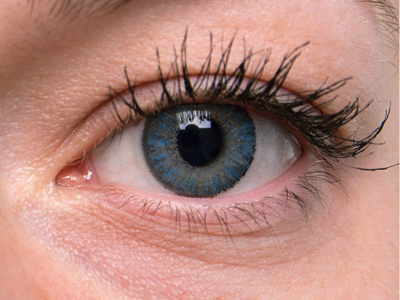 Azul en ojos grises