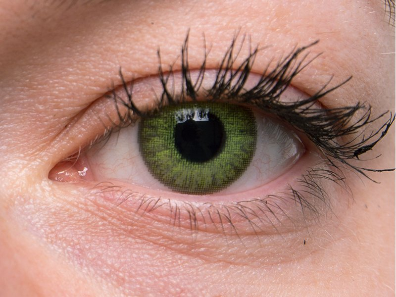 Fresh green en ojos grises