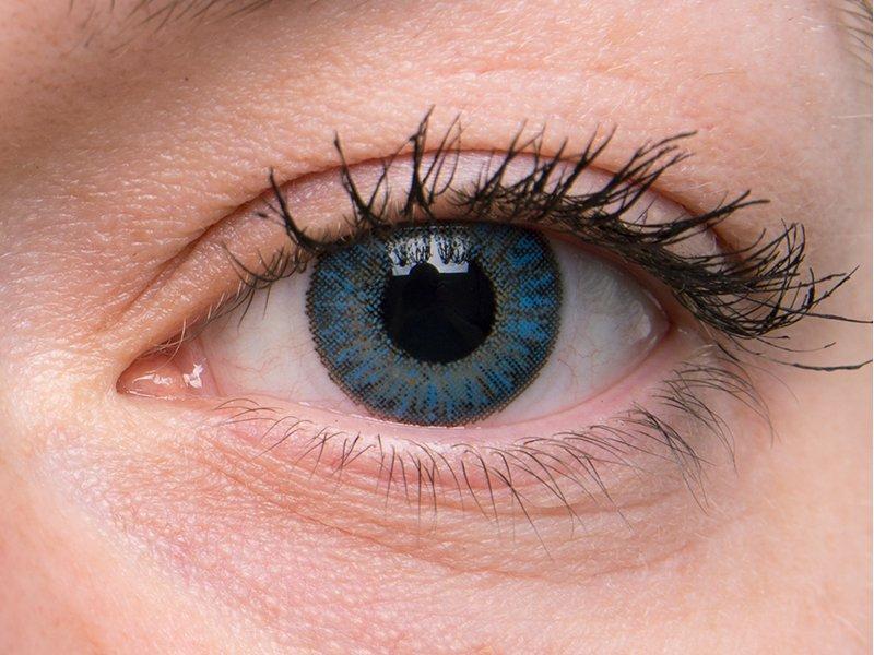 Saphire blue en ojos grises