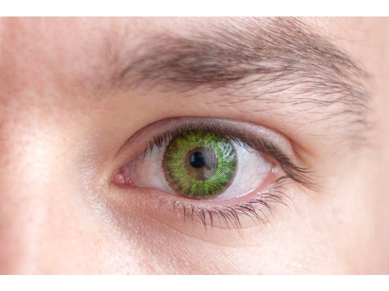 Fresh green en ojos marrones