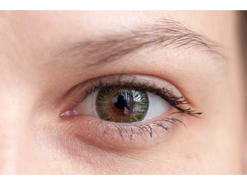 Verde en ojos marrones