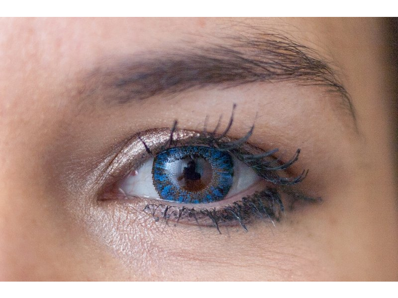 Sapphire blue en ojos marrones